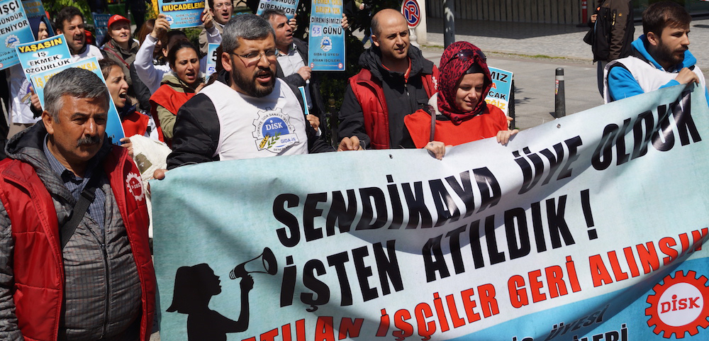 Divan i ileri taksim 39 de ko 39 u protesto etti for Divan taksim