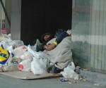 sokakta yatan